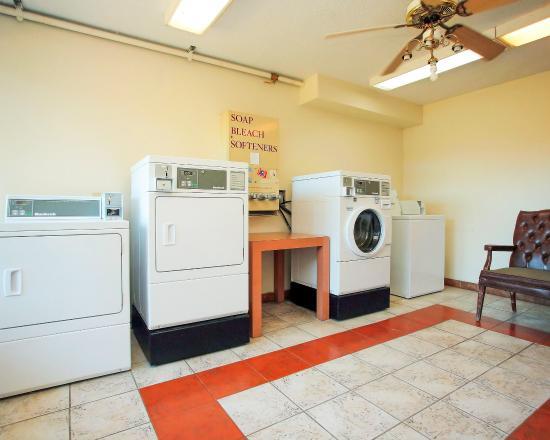 Quality Inn & Suites: Guest Laundry
