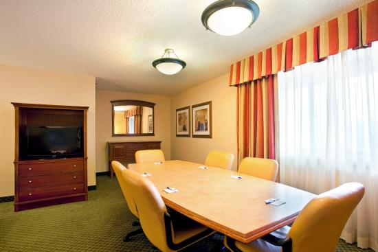 Wauwatosa, WI: King Smoking Room with Conference Table