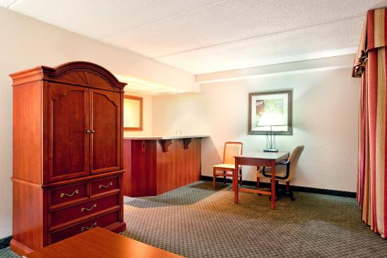 Wauwatosa, WI: Suite