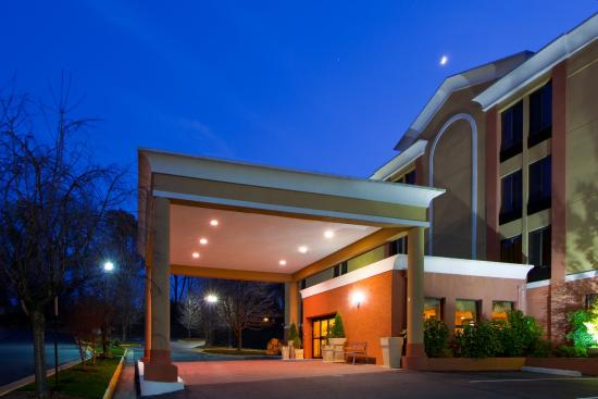 Photo of Holiday Inn Express Fairfax-Arlington Boulevard