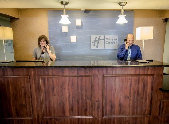 Tiffin, OH: Front Desk