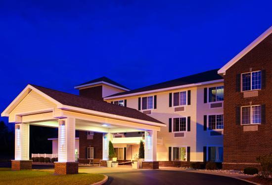 Acme, MI: Hotel Exterior