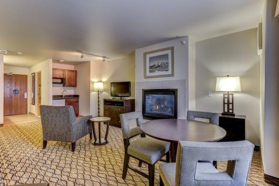 Montrose, CO: Fireplace Suite