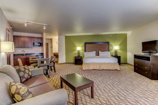 Montrose, CO: King Leisure Suite