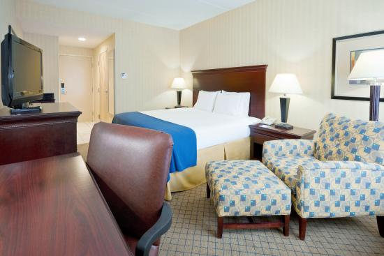 West Long Branch, NJ: King Bed Guest Room
