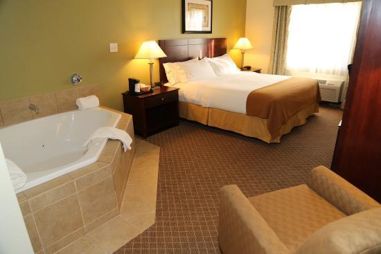 Warrenton, MO: Superior Room