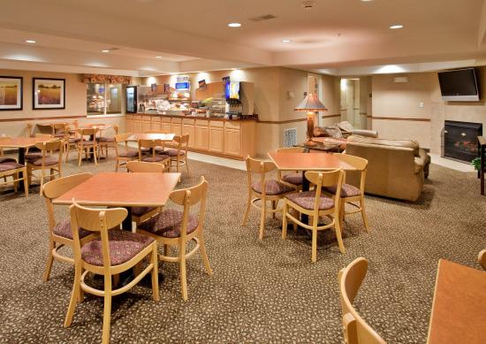 Warrenton, MO: Breakfast Area