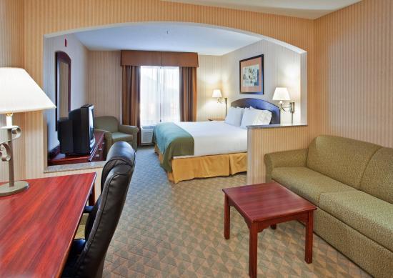 Lansing, KS: King Bed Guest Room