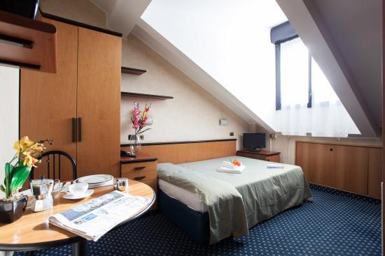Residence Lepontina: CAMERA LETTO FRANCESE