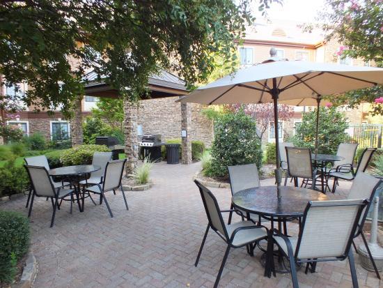 Staybridge Suites Dallas-Las Colinas Area: Courtyard