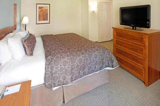 Staybridge Suites Dallas-Las Colinas Area: Queen Bed Guest Room