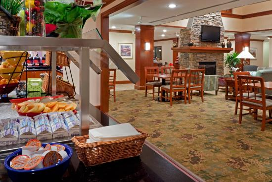 Glen Mills, Pensilvania: Watch TV, or browse the complimentary high speed internet!
