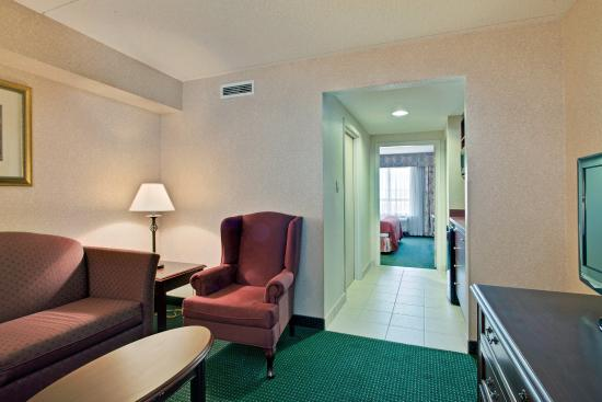 Holiday Inn Express & Suites Milton: King Executive Suite
