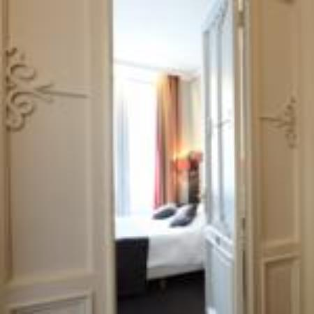 The Golden tree hotel : Double room