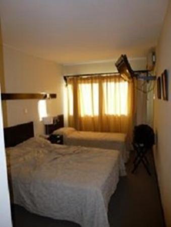 Gran Hotel Flores: Habitaciones muy confortables, con cerramiento doble amplias y cómodas.