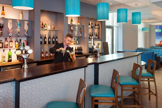 Jurys Inn Plymouth: Bar 2