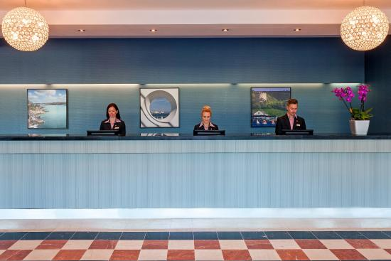 Jurys Inn Plymouth: Lobby With Staff