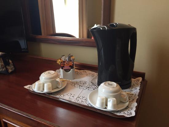 Victoria Hotel: Free tea/coffee