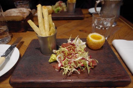 salade de magret de canard frites cuite au gras de canard picture of social eating house. Black Bedroom Furniture Sets. Home Design Ideas