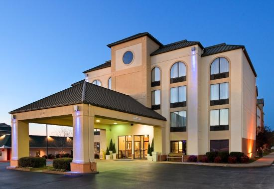 Photo of Holiday Inn Express & Suites Bentonville