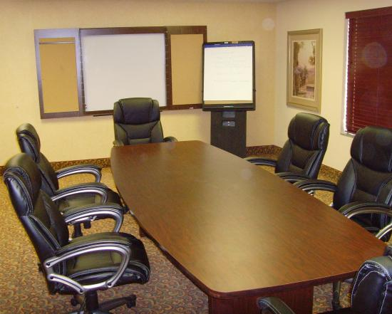 Holiday Inn Express & Suites: Boardroom