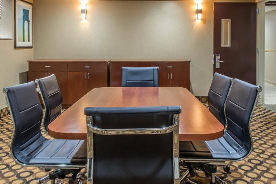 Comfort Inn Staten Island: Conference room
