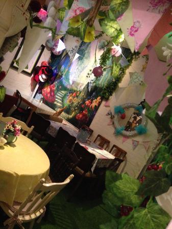 Madhatter Tearoom : Wonderland