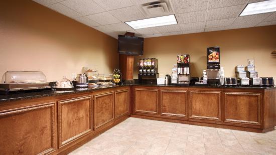 Quality Inn & Suites: Breakfast room