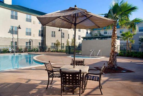 Homewood Suites by Hilton Sacramento Airport-Natomas: Outdoor Pool and Patio