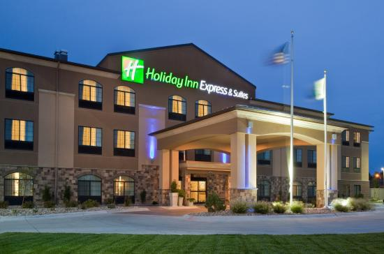 Holiday Inn Express Hotel & Suites Grand Island: Hotel Exterior