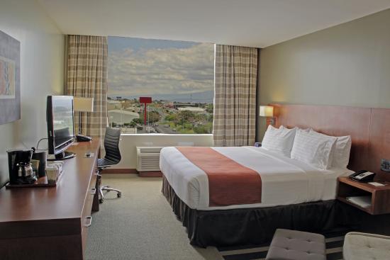 Holiday Inn San Jose-Escazu: King Bed Guest Room
