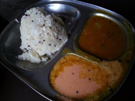 Sri Krishna Cafe : Блюдо на завтрак - UPPUMA