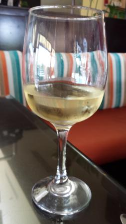 Hilton Garden Inn Liberia Airport: Freshly poured glass of chardonnay