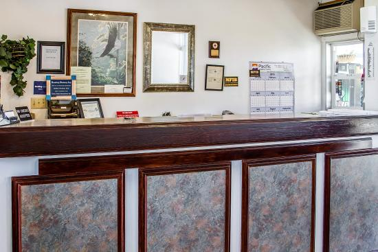 Roseburg, Oregón: Lobby