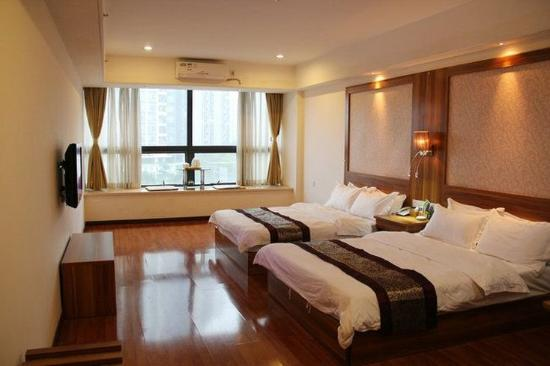 Chuanghui Business Hotel: Deluxe Twin Room
