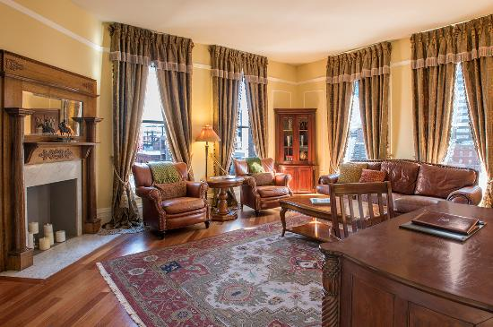 The Oxford Hotel : Presidential Suite Living Room