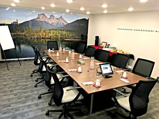 Hotel Elan: Business Meeting Summit Room
