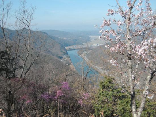 Wake-cho, Jepang: 登山中に見える吉井川