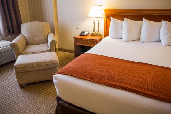 The Hotel Lancaster: King Bed - Spacious & Comfortable