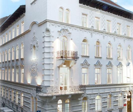 Hotel Parlament: Exterior View