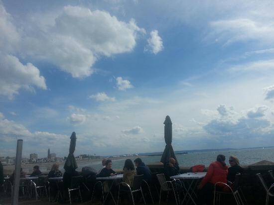 Le Clapotis : Une superbe terrasse: la plus proche de la mer au Havre