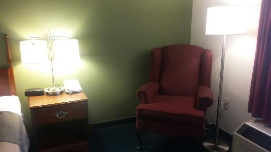 Calvert City, KY: Comfy Chairs and bright lights