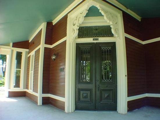 Allegan, MI: Porch of Allen House