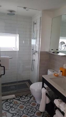 bathroom in room 1003 picture of hotel indigo lower east side new rh tripadvisor ie
