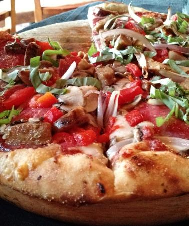 "Milwaukie, Oregón: Our favorite pizza is ""The Shameless""."
