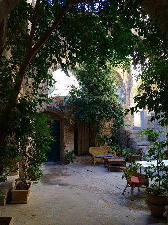 The Fauzi Azar Inn: Inner courtyard