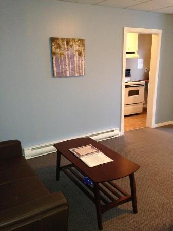 Clarenville, Canadá: Room 224 - Apartment - 1 Queen Bed, Washer and Dryer, Outside Entrance with Patio, Fireplace, Lo