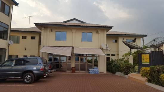 Techiman, Ghana: encom hotel enterance