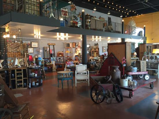 Morris, IL: Unique Vintage Boutique