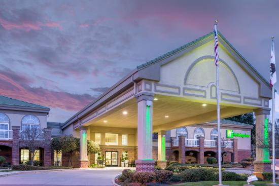 Holiday Inn Auburn: Hotel Exterior
